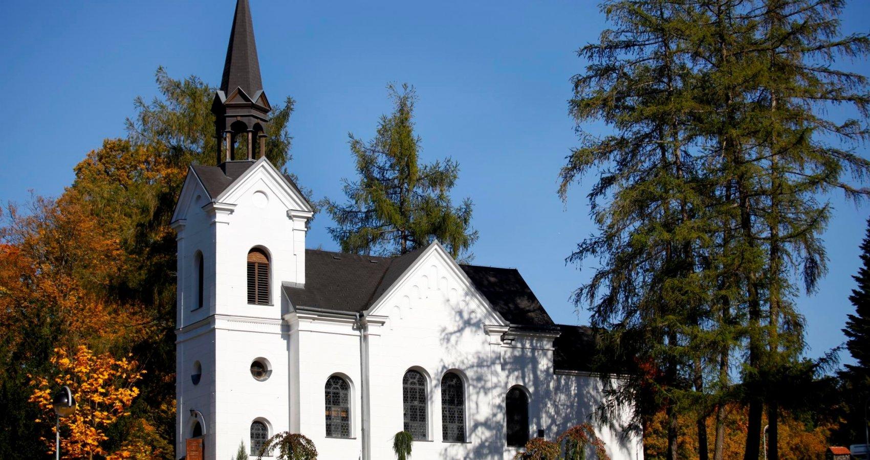 Kostel Panny Marie Lurdské v lázeňském parku