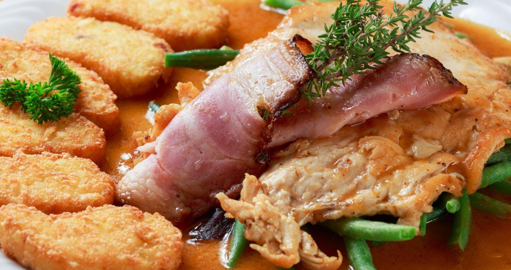 Kuřecí prsa se slaninou a fazolovými lusky