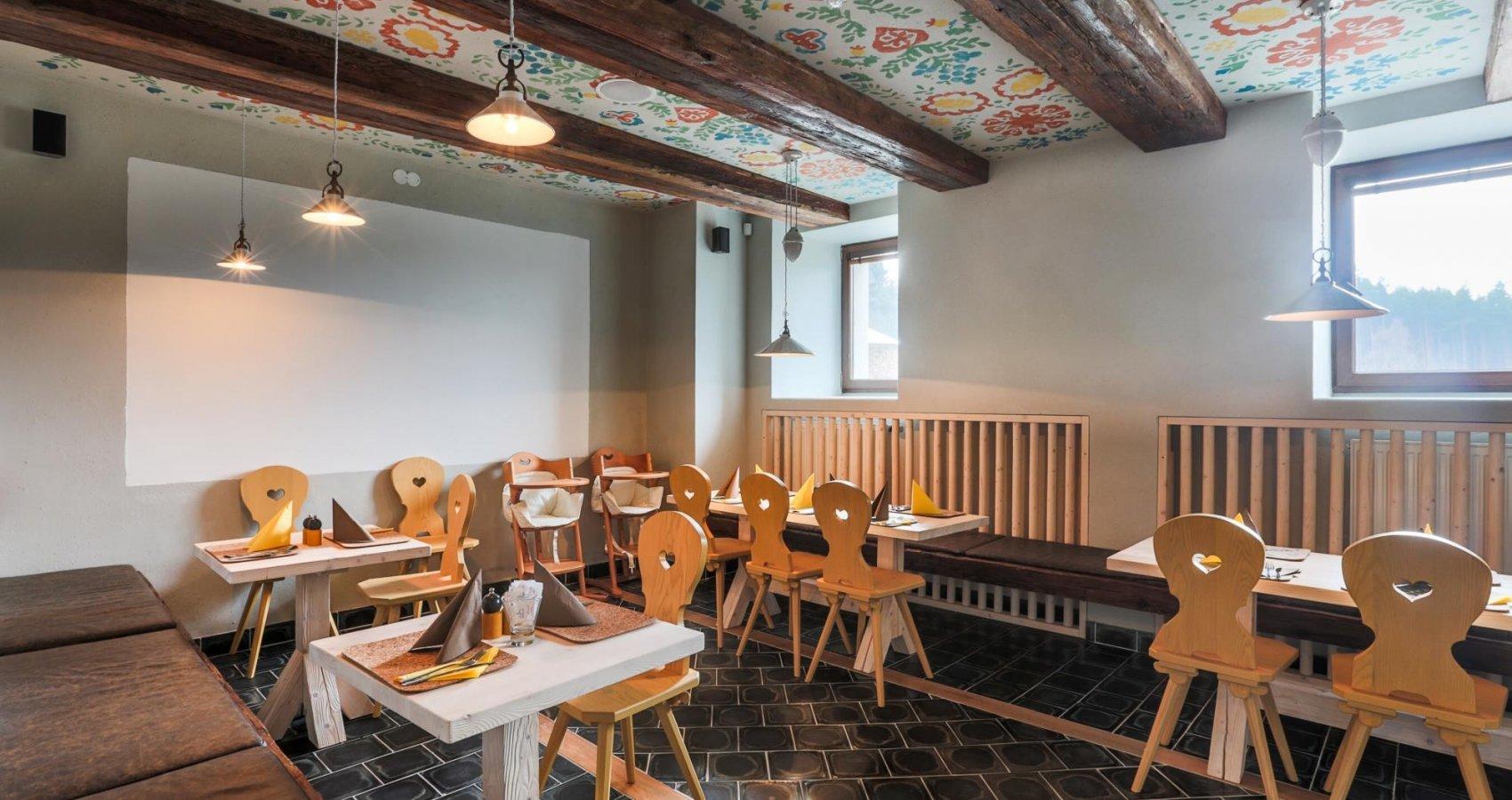 Malovaná restaurace Sklep