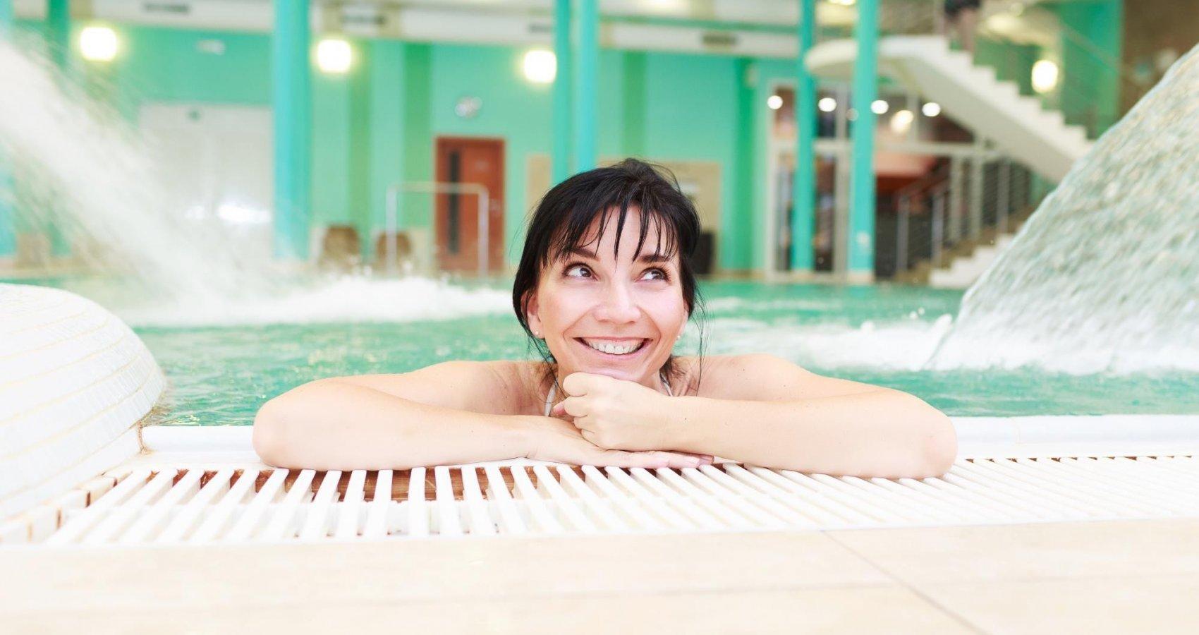 Bazén s masážními vodopády