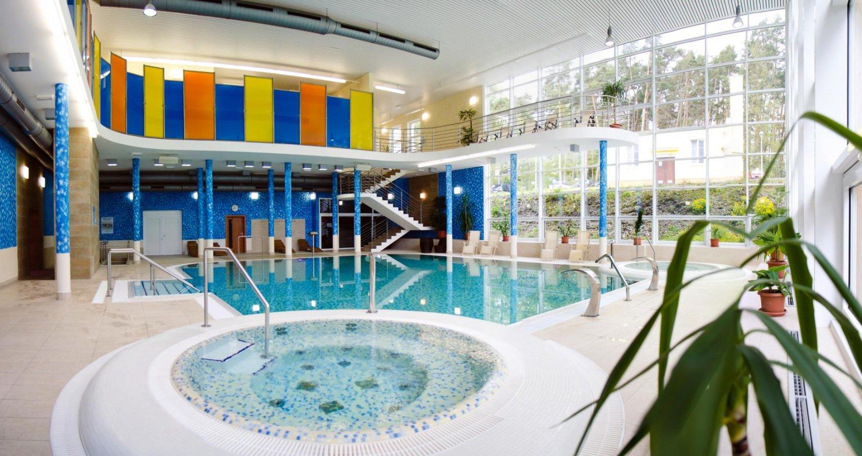 Bazén a vířivky ve Wellnesscentru