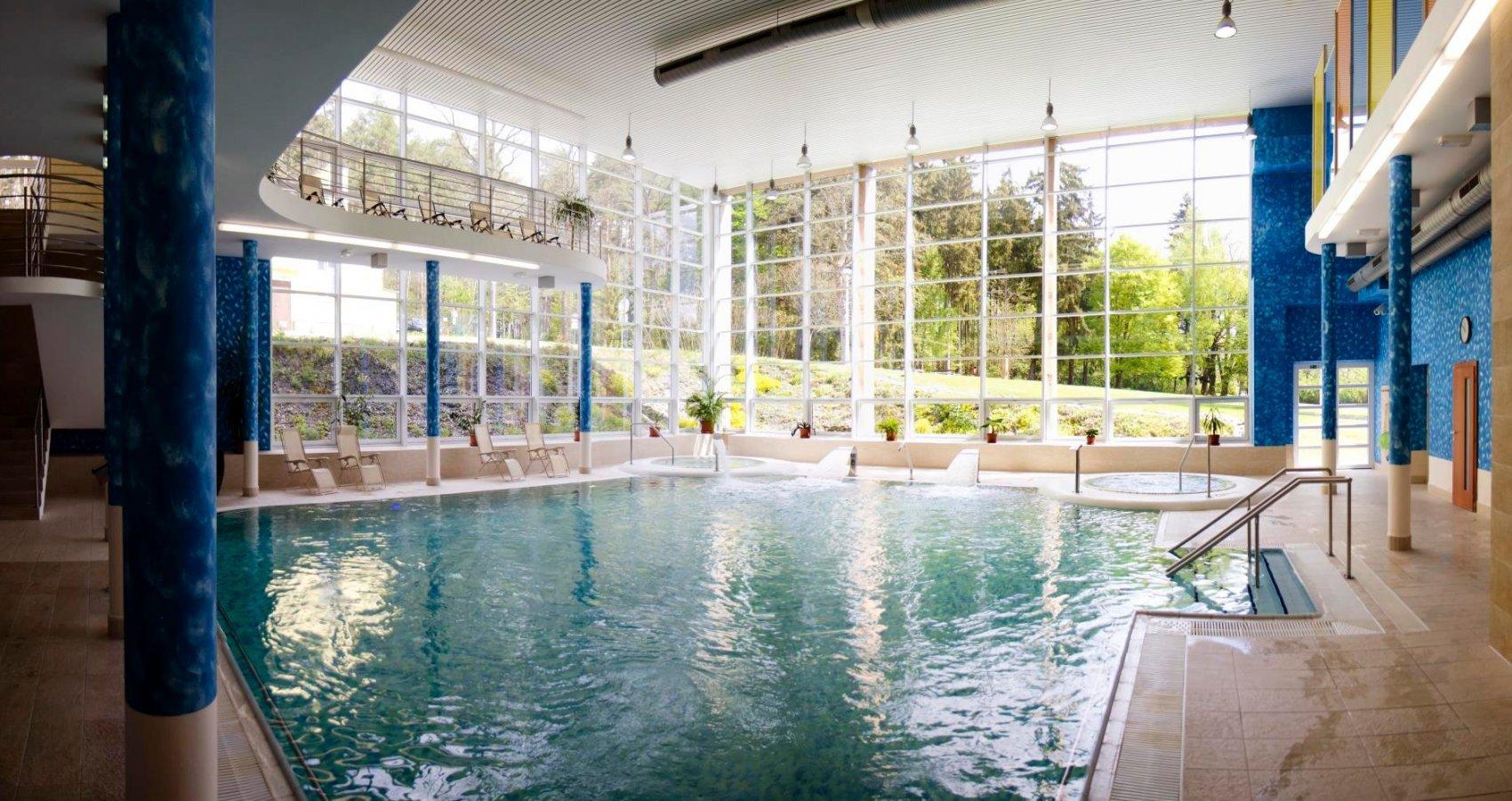 Bazén s protiproudy a vířivky