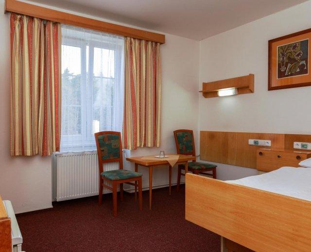 Dvoulůžkový pokoj Economy v lázeňském hotelu Prusík