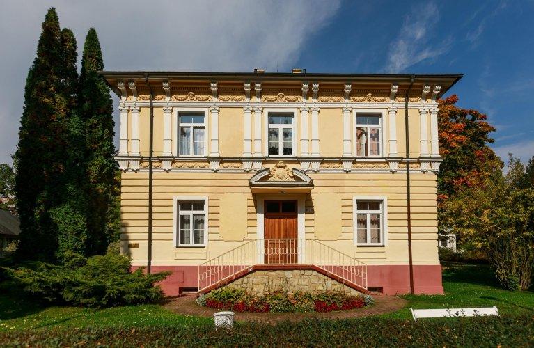 Kurhaus Palacký ***